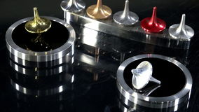 Gold- und Silberoberteile fallen ab stock video