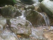 Gold unter dem Wasser lizenzfreies stockfoto