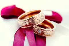 Golg wedding rings. Gold wedding rings with diamond on the silk background Stock Photography