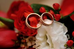 Gold wedding rings on a wedding bouquet Royalty Free Stock Photo