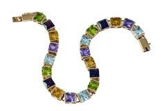Goldarmband mit kostbaren Steinen Stockfotografie