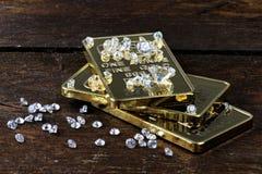 Goldbarren mit Diamanten 02 stockfoto