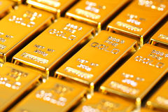 Goldbarren und Finanz Stockbilder