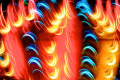 Goldblaues und rotes Licht-Spuren lizenzfreies stockfoto
