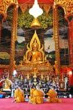Goldbuddha-Statue Stockbilder
