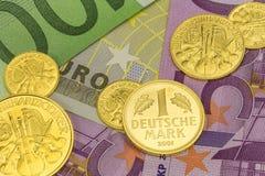Goldcoinsbankbiljetten 2 Royalty-vrije Stock Fotografie