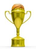Goldcupsieger mit Basketballkugel Lizenzfreie Stockfotografie