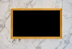 Golddigitaler Film und Bilderrahmen auf Marmorwand Lizenzfreies Stockbild