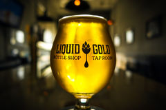 Golden Ale Pint Glowing in Sunlight royalty free stock photos