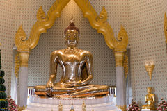 Golden Buddha Sculpture at Wat Traimit Temple in Bangkok, Thaila Royalty Free Stock Photos