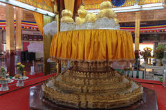 Golden Buddhas in Phaung Daw Oo La pagoda Stock Photography