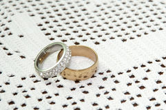 GOLDEN DIAMOND RING PAIR WEDDING LOVE ROMANCE Stock Photography