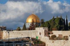 Golden Dome av vagga och portarna av tempelmonteringen jerusalem royaltyfri fotografi