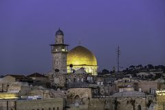 Golden Dome da rocha no tempo de nivelamento no Temple Mount na cidade velha do Jerusalém foto de stock royalty free