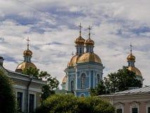 Golden Dome de St Nicholas Cathedral en St Petersburg Imagenes de archivo