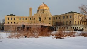 Golden Dome na neve Imagem de Stock Royalty Free