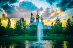 Free Golden Domes Of The Russian Orthodox Church. Transfiguration Cathedral On The Background Of The Fountain In The City Park. Russia. Royalty Free Stock Photography - 189825907