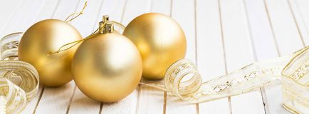 Festive golden Christmas decorations Royalty Free Stock Photography