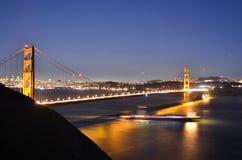 Golden gate bridge all'ora blu Immagini Stock Libere da Diritti