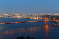 Golden gate bridge alla notte, San Francisco, U.S.A. Immagine Stock