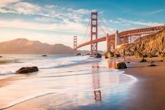 Golden gate bridge au coucher du soleil, San Francisco, la Californie, Etats-Unis images libres de droits