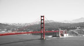 Golden gate bridge in bianco e rosso neri, San Francisco, California, U.S.A. Immagine Stock