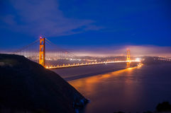 Golden gate bridge bij nacht, San Francisco, Californië stock foto's