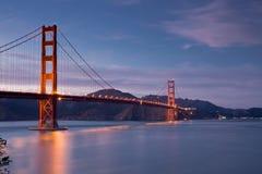 Golden gate bridge bij Schemer, San Francisco, Californië Stock Foto