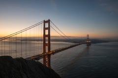 Golden Gate Bridge Brać od Bateryjnego spenceru Podczas wschodu słońca w San Fransisco, Kalifornia Zdjęcie Royalty Free