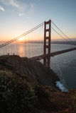 Golden Gate Bridge Brać od Bateryjnego spenceru Podczas wschodu słońca w San Fransisco, Kalifornia Obrazy Royalty Free