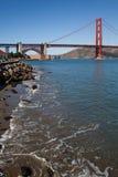 Golden Gate Bridge brzeg Skalista fotografia Fotografia Royalty Free