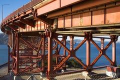 Golden gate bridge in California ed il mare blu Immagini Stock