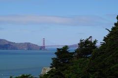 Golden gate bridge da lontano Fotografie Stock Libere da Diritti