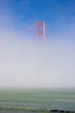 Golden gate bridge dans la brume Images libres de droits