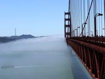 Golden gate bridge dans le brouillard - San Francisco - les Etats-Unis image libre de droits