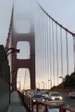 Golden gate bridge an der Dämmerung stockfotos