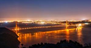 Golden gate bridge di San Francisco alla notte Fotografie Stock Libere da Diritti