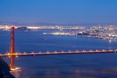 Golden gate bridge e luci della città Fotografia Stock Libera da Diritti