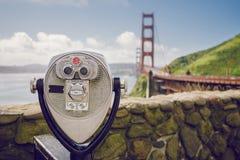 Golden gate bridge en Telescoop stock foto