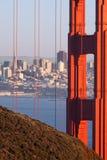 Golden gate bridge en Transamerica-de Bouwfoto Stock Afbeeldingen