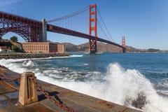 Golden gate bridge-Fortpunt, Golven Royalty-vrije Stock Afbeeldingen