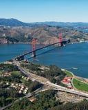 Golden gate bridge från ett flygplan arkivbilder