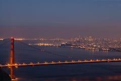 Golden Gate Bridge i San Fransisco przy nocą Fotografia Royalty Free
