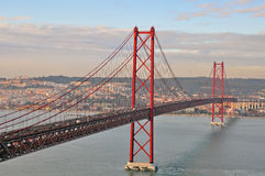 Golden gate bridge in Lissabon Stockbild