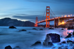 Golden gate bridge med ljus Royaltyfria Foton