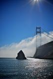 Golden gate bridge met de mist Stock Foto's