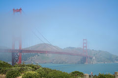 Golden gate bridge in mist Stock Afbeelding