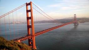 Golden gate bridge mit San Francisco-Hintergrund stock footage