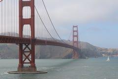 Golden gate bridge in nebbia, San Francisco, California, U.S.A. Immagine Stock Libera da Diritti