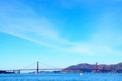 Golden gate bridge over de baai in San Francisco, Californië Royalty-vrije Stock Afbeeldingen